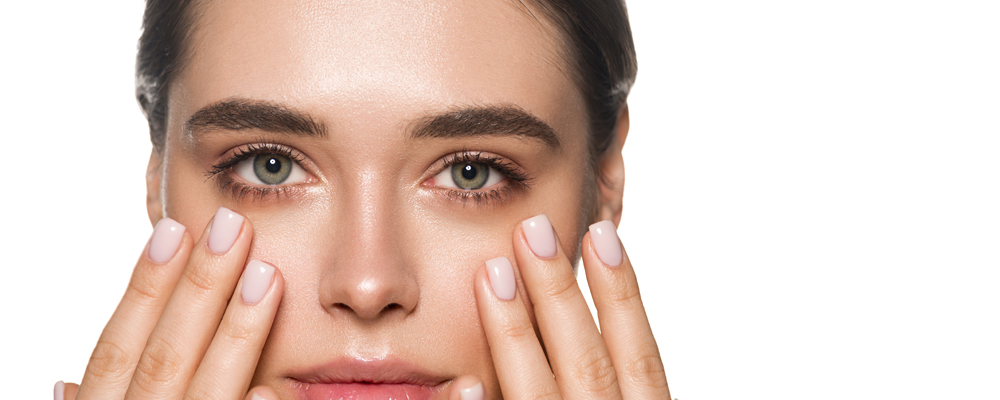 Beauty face woman close up clean healthy skin beautiful green eyes manicure nails massage